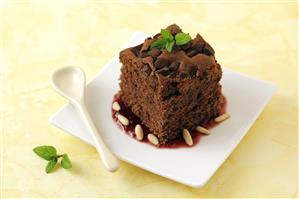Brownie con mermelada de cerezas. Receta disponible.