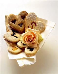 Biscuits with letters or hearts for a wedding (3)