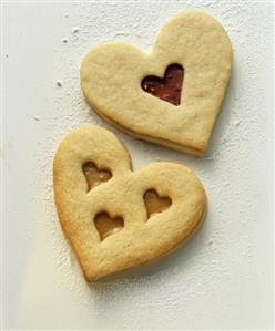 Heart-shaped biscuits with hearts for wedding (1)