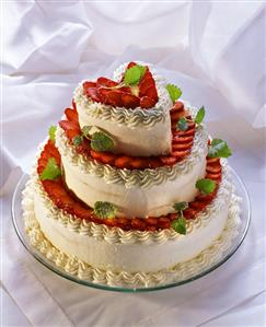 Tiered heart-shaped gateau with strawberries & cream (1)