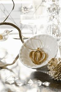 Christmas decoration: gold and silver heart in dish