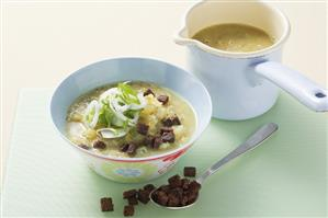 Kohlrabi and lentil soup with pumpernickel croutons